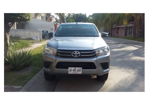Toyota Hilux 2016 plateada unico dueño  295