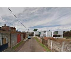 TERRENO cerca Centro de Pátzcuaro, 300 m2 con Barda
