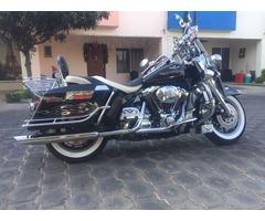Harley Davidson Clasica llena de cromo