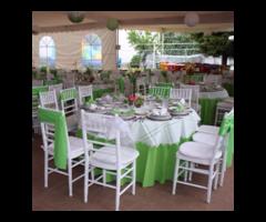Renta de sillas Tiffany blancas, acojinadas, en excelentes condiciones
