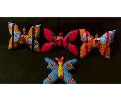 venta  de  muñecas,  juguetes,  ropa   de   tela  con  un  tip  artesanal